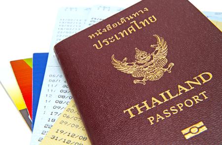cuenta bancaria: Pasaporte de Tailandia aislada sobre fondo blanco en la cuenta bancaria de libretas de fondo