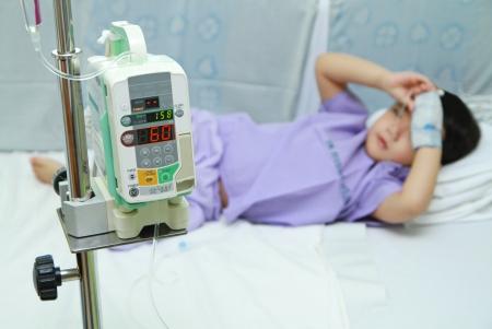 Kinder Patient im Krankenhausbett Lizenzfreie Bilder