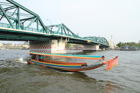 praya: Long-tail bot on the Chao Praya River, Bangkok, Thailand. Editorial