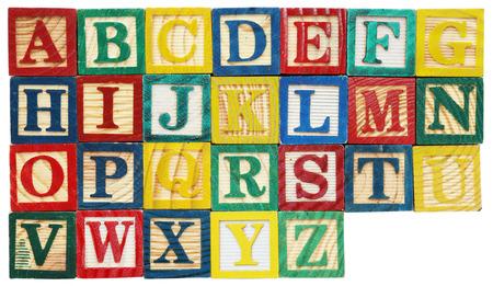 lettre alphabet: Blocs de bois alphabet isol�s sur fond blanc