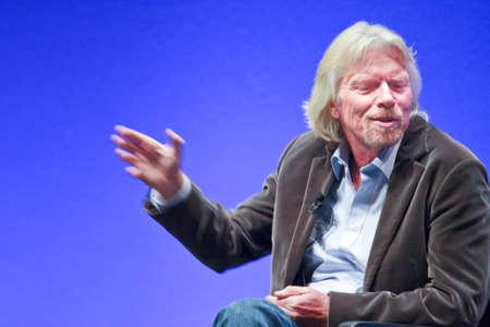 17: FRANKFURT, Alemania - 17 de mayo: De Richard Branson, fundador y Presidente de Virgin Group, responder al moderador SAP en su discurso de apertura en la Conferencia de ZAFIRO de SAP a la compa��a el 17 de mayo de 2010.