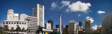 central square: Panoramic view of Union Square with its historic Dewey Monument at San Francisco downtown    Stock Photo