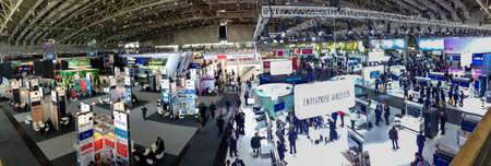 comercio: HANNOVER, Alemania - 15 de marzo, 2016: el pabell�n 2 de feria CeBIT tecnolog�a de la informaci�n en Hannover, Alemania el 15 de marzo de 2016.