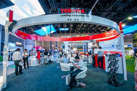 EXHIBIDOR: Shanghai, China - 2 DE SEPTIEMBRE, 2016: stand de la empresa Toshiba en 2016 Conectar conferencia de tecnología de la información y la exposición en Shanghai, China el 2 de septiembre de 2016. Editorial