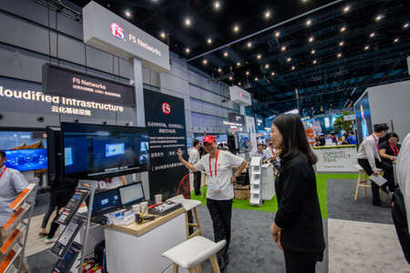 exhibidor: SHANGHAI, CHINA - SEPTEMBER 2, 2016: Booth of F5 Networks company at Connect 2016 information technology conference and exhibition in Shanghai, China on September 2, 2016.
