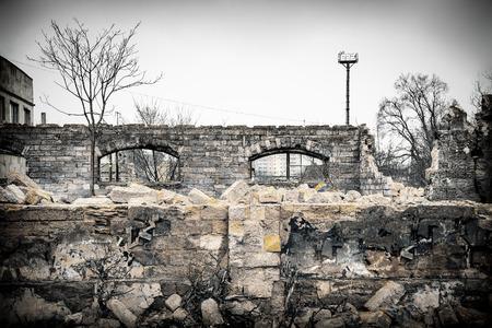 廃墟 近く の