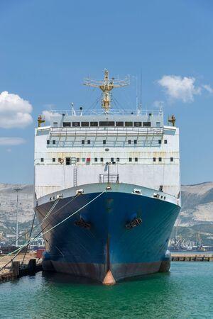 Vessel moorage on the berth