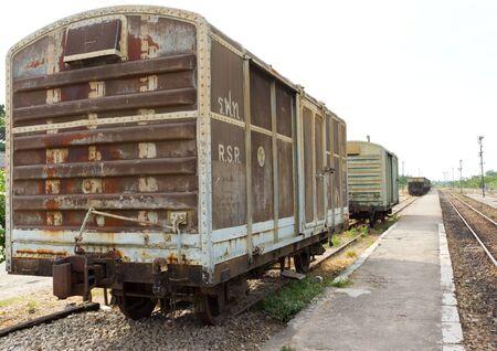 railroad station platform: Old container bogie