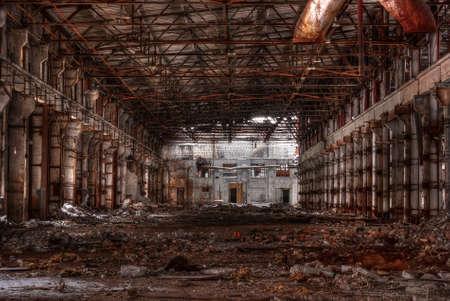 taller ruinoso de la fábrica abandonada