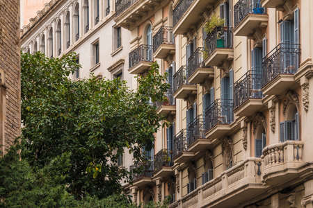 Row of the urban historic buildings on the Tapineria street stretching into perspective, Barcelona, Spain Stockfoto