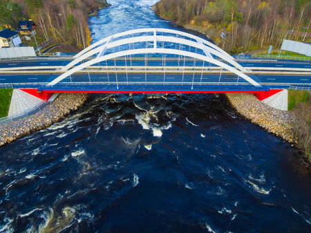 Drone view of the Vuoksi River Bridge in autumn day, Losevo, Leningrad Oblast, Russia 版權商用圖片