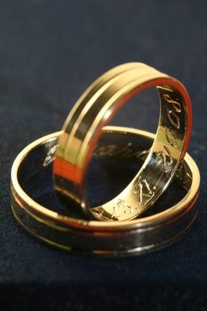 gravure: Due anelli di nozze con rotocalco all'interno