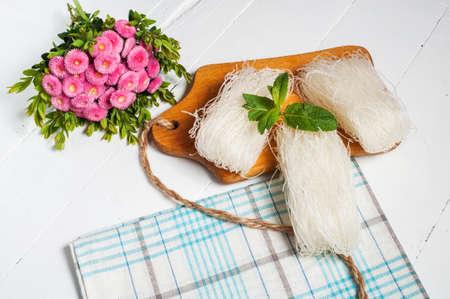 leguminosas: Funchoza. fideos chinos de legumbres. Vista superior Foto de archivo