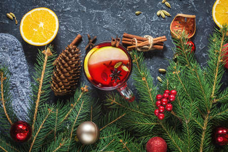 Christmas mulled wine with spices and orange slices on stone table. Traditional drink on winter holiday. Top view Imagens