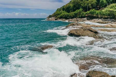 Ocean waves hits rocky shore. Nature background. High quality photo Foto de archivo