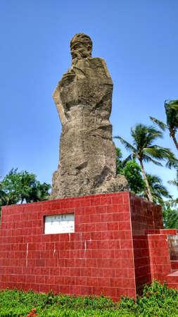 La magnifica statua di Su Shi al sole, Archivio Fotografico - 78214976