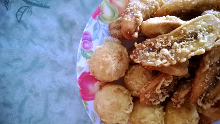 goreng: Pisang goreng or fried banana fritters and fried tapioca dessert