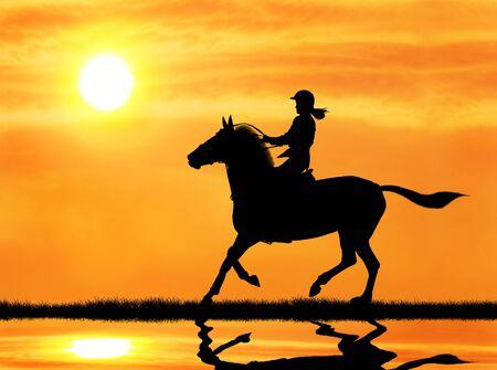 silueta ciclista: jinete de la mujer montando a caballo durante el amanecer