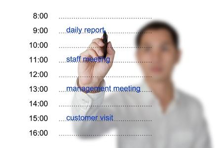 calendario escolar: mano negocios nombramiento por escrito el horario en la pizarra