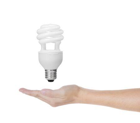 tubos fluorescentes: ahorro de energía bombilla fluorescente espiral de luz en la mano aisladas sobre fondo blanco
