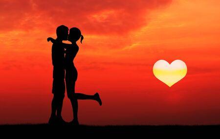enamorados besandose: enamorados que se besan con el sol que se levanta en forma de corazón recortado Foto de archivo