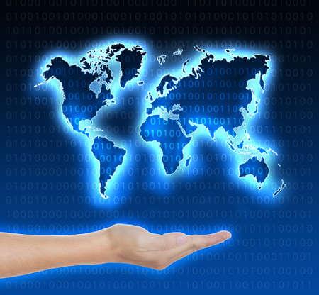 conceptual maps: azul mapa del mundo digital en la mano
