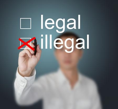 illicit: imprenditore iscritto segno di spunta rosso per la selezione illegale Archivio Fotografico