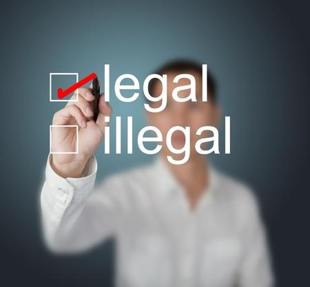 illicit: imprenditore iscritto segno di spunta rosso per la selezione legale Archivio Fotografico
