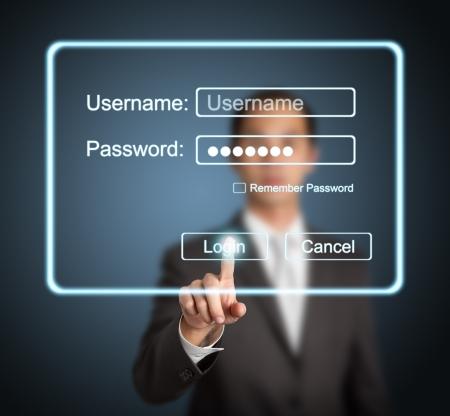 contrase�a: hombre de negocios presionando el bot�n de inicio de sesi�n en se�al de Internet en la p�gina en la pantalla de la computadora