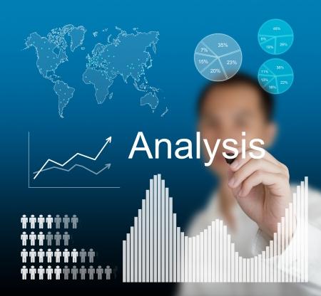 analyse: l'homme �crit analyse des donn�es commerciales