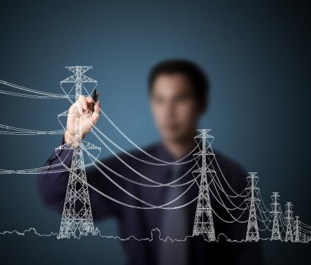 redes electricas: hombre de negocios la elaboración industrial de torre eléctrica y el cable Foto de archivo