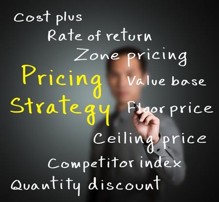 Hombre de negocios por escrito la estrategia de precios de concepto de marketing Foto de archivo - 14019938