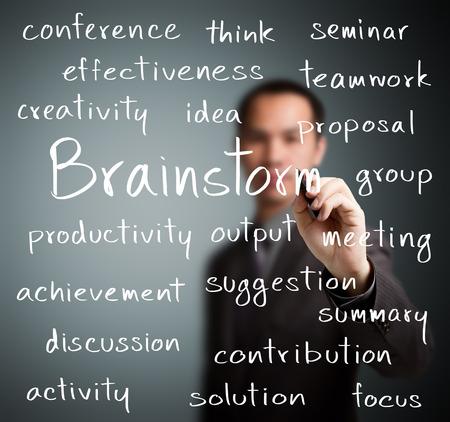 reunion de personas: hombre de negocios por escrito concepto de lluvia de ideas