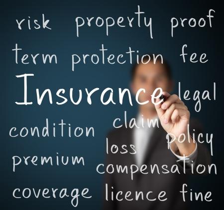 ビジネスの男は、保険のコンセプトを書き込む 写真素材