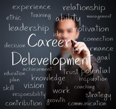 competencias laborales: concepto de desarrollo de la carrera del hombre de negocios por escrito Foto de archivo