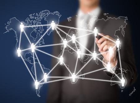 전세계에: 비즈니스를 작성하는 사람 (남자) 사람 관리의 연결 또는 글로벌 소셜 네트워크