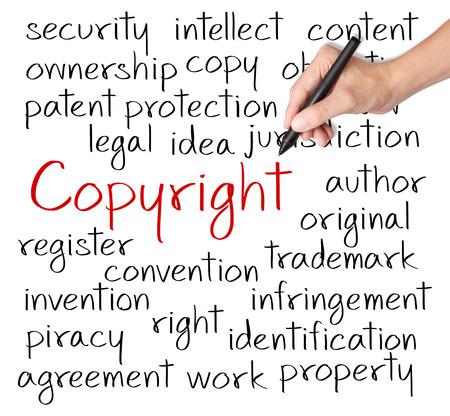 ビジネスの手は、著作権のコンセプトを書き込む