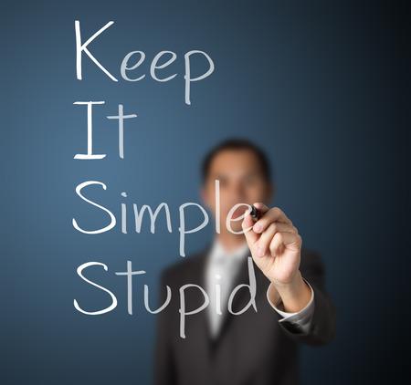 homme d'affaires écrit concept rester simple baiser stupide