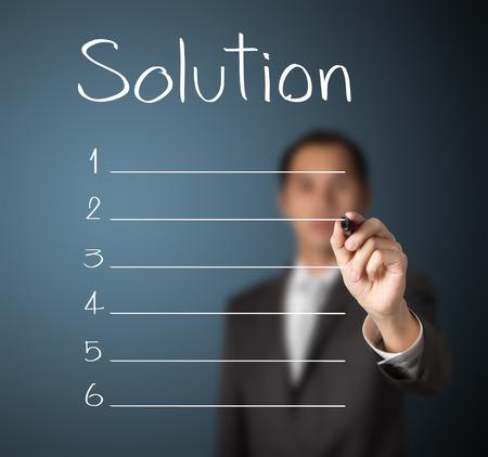 Homme d'affaires écrit la liste de la solution à blanc Banque d'images - 26052506