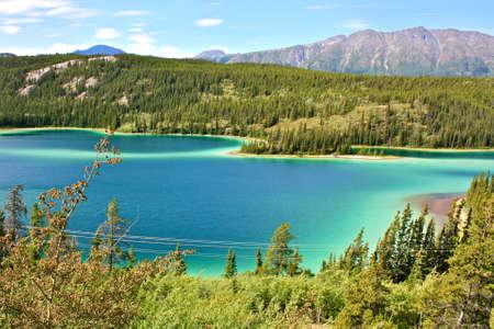 레이크 베넷, 유콘, 캐나다에서 물 다채로운 그늘