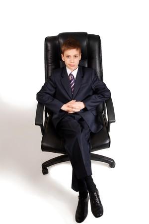 Giovane uomo d'affari su una sedia