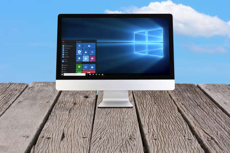 window display: Windows 10 on iMac on the wooden floor.