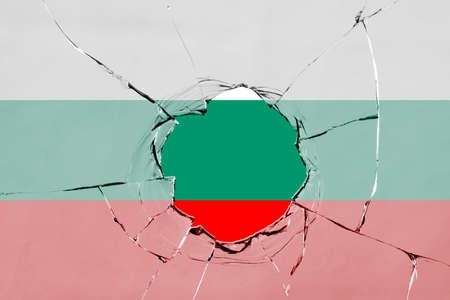 Flag of Bulgaria on a on glass breakage. 版權商用圖片 - 127519755