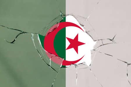 Flag of Algeria on a on glass breakage. 版權商用圖片 - 127519764