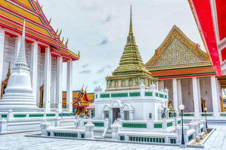 One landmark of Wat Kalayanamit Woramahawihan in Bangkok, Thailand. A place everyone in every religion can be viewed. 版權商用圖片