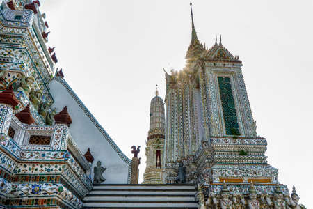 One landmark of Wat Arun Ratcha Wararam in Bangkok, Thailand. A place everyone in every religion can be viewed. 版權商用圖片