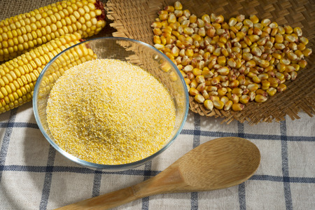 Maize and cornmeal in glass bowl Standard-Bild