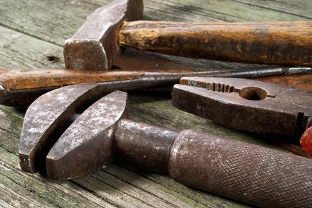 herramientas en el fondo de madera