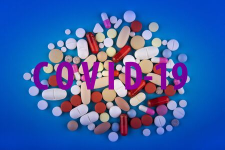 Pills against the virus Coronavirus or COVID-19 concept. Medical concept of Virus Pandemic Protection, Coronavirus COVID-19 Standard-Bild