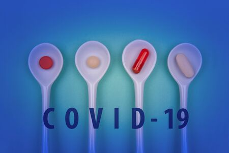 Pills in spoons against the virus Coronavirus or COVID-19 concept in spoon. Medical concept of Virus Pandemic Protection, Coronavirus COVID-19 Standard-Bild